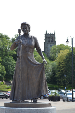 Gracie Fields Statue (Artemis Images (Rochdale))